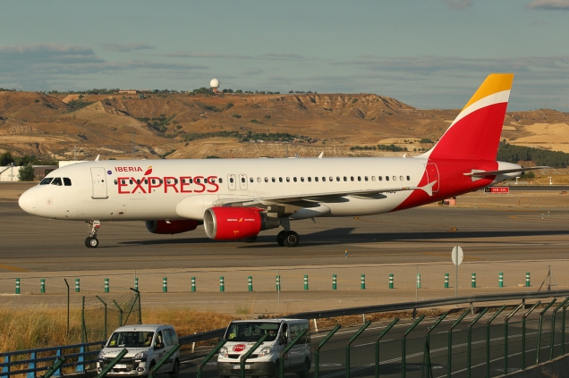 A320 - Iberia Express - EC-MBU - Madrid MAD/LEMD - 16.06.2015 - Photo copyright: Gilles Brion
