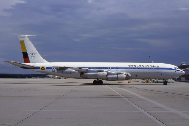 Boeing 707 - Fuerza Aerea Colombiana - FAC1201 - Genève GVA/LSGG Août 1999 - Photo copyright: Gilles Brion