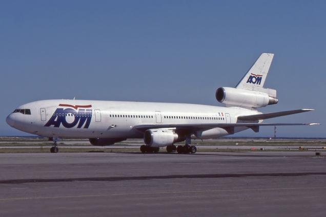 DC10 - AOM - F-BTDE - Nice NCE Avril 1993 - Photo copyright: Gilles Brion