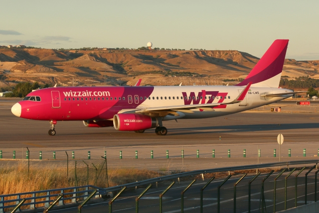 A320 - Wizzair - HA-LWS - Madrid MAD/LEMD - 16.06.2015 - Photo copyright: Gilles Brion