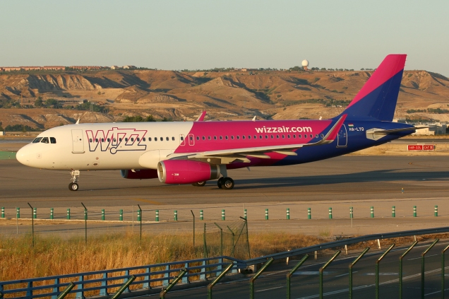 A320 - Wizzair - HA-LYQ - Madrid MAD/LEMD - 17.06.2015 - Photo copyright: Gilles Brion