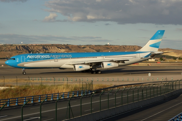 A340-313 - Aerolineas Argentinas - LV-CSD - Madrid MAD/LEMD - 17.06.2015 - Photo copyright: Gilles Brion