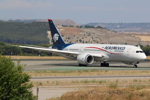 Boeing 787-8 Dreamliner - Aeromexico - N964AM - Madrid MAD/LEMD - 17.06.2015 - Photo copyright: Gilles Brion