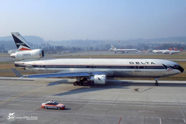 MD-11 - N814DE - Delta Air Lines - Zürich ZRH/LSZH April 2002 - Photo copyright: Gilles Brion